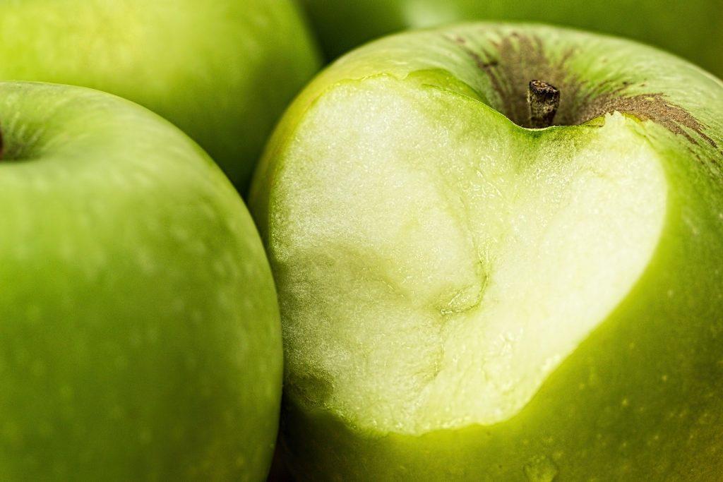 bite apple with dental implants